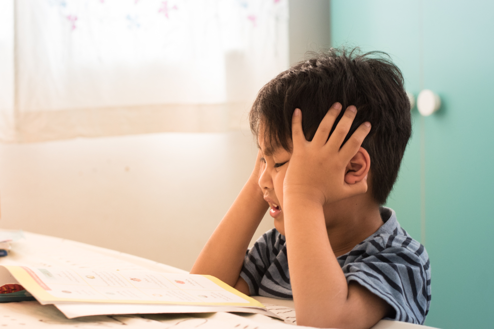 Children can often start rubbing their eyes, lost concentration and become frustrated when trying to read with Visual Stress